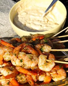 Grillade chiliräkor med aioli Kabob Recipes, Grilling Recipes, Seafood Recipes, Cooking Recipes, Aioli, Shrimp Dishes, Food For A Crowd, Fish And Seafood, Soul Food
