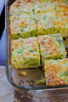 Broccoli Cornbread Squares - - Get your fill of broccoli in this mildly sweet broccoli cornbread recipe - comfort food side dish at it's best! Have your broccoli and eat it, too! Oh, wait, that's not the right saying? Broccoli Cornbread, Cheesy Cornbread, Broccoli Bread Recipe, Broccoli Recipes, Broccoli Salads, Frozen Broccoli, Parmesan Recipes, Fresh Broccoli, Gastronomia