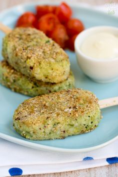 Per non rinunciare ai broccoli, ricchi di sali minerali e vitamine, ho preparato questi stecchi di merluzzo e broccoli, a forma di piccoli gelati salati