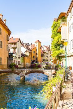 TRAVEL DIARY: Lake Annecy, I love you so much. See more of this crazy colourful under the radar town on: http://www.kisforkani.com/2015/11/annecy-i-love-you/