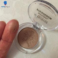Dieses Mal habe ich den veganen und BDIH-zertifizierten benecos natural mono eyeshadow für euch getestet. https://www.nordjung.de/blog/tatort-bad-benecos-natural-eyeshadow  #benecos #eyeshadow #Lidschatten #tatortbad