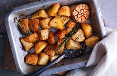 These tasty roast potatoes can be made in under an hour for the perfect, quick Sunday dinner side dish. Find more Roast dinner ideas at Tesco Real Food.