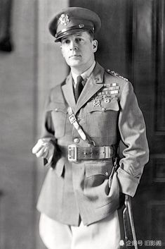 Portrait of American military commander Douglas MacArthur , early century. Get premium, high resolution news photos at Getty Images Soldier Mountain, Us Army General, Douglas Macarthur, Dapper Men, United States Army, American Pride, Famous Women, Famous People, Military History