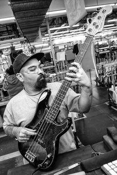 Final Assembly: American Standard ‪ - The U.-made flagship of the Precision Bass lineup, as solidly built and powerful sounding as ever.