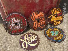 "Hand painted Garage Art ""Your lettering"" on a vintage circular saw blade Wood Beton, Pinstripe Art, Pinstriping Designs, Diy Upcycling, Circular Saw Blades, Sign Writing, Garage Art, Airbrush Art, Painting Tools"