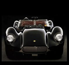 ...no idea what type of car this is; but it is rather lovely...