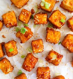 Crispy and spicy honey garlic tofu: It's a home run when you're looking for easy vegetarian dinner recipes! Tofu Recipes, Spicy Recipes, Healthy Recipes, Dinner Recipes, Healthy Meals, Curry Recipes, Potato Recipes, Baking Recipes, Vegan Recipes
