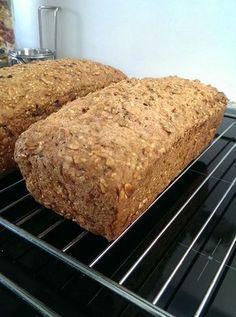 Opskrift på verdens bedste glutenfri og mælkefrit rugbrød uden gluten, hvede, mælk eller blot laktose.