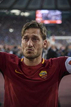 On a hugely emotional night at the Stadio Olimpico, see the best images as Francesco Totti took a final lap of honour around the pitch. As Roma, Totti Francesco, Football Hairstyles, The Golden Boy, Legends Football, Soccer Stars, Football Memes, Best Player, Champions League