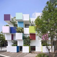 Image 4 of 9 from gallery of Sugamo Shinkin Bank - Nakaaoki branch / emmanuelle moureaux architecture + design. Photograph by Daisuke Shima / Nacasa & Partners Architecture Design, Contemporary Architecture, Tokyo Architecture, Building Architecture, Facade Design, Japan Design, Colourful Buildings, Office Buildings, Modern Architecture
