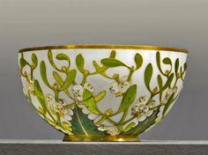 André-Fernand_Thesmar_Paris_1900_musée_du_Petit_Palais_Cup-mistletoe-decoration-1891-work-of-André-Fernand-Thesmar-1843-1912-cloisonné-enamel-Sèvres-City-of-Ceramics-Limoges.jpg 433×323 pixels