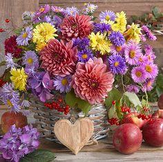 Home Flowers, Blooming Flowers, Beautiful Flowers, Vase Arrangements, Beautiful Flower Arrangements, Arte Floral, Aesthetic Iphone Wallpaper, Rose, Flower Designs
