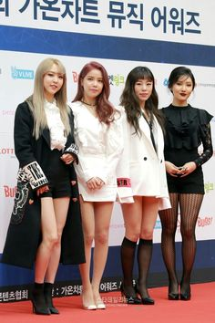 Find images and videos about mamamoo on We Heart It - the app to get lost in what you love. South Korean Girls, Korean Girl Groups, Mamamoo Moonbyul, Solar Mamamoo, Seoul Music Awards, I Love My Wife, Rainbow Bridge, Beautiful Moments, Stars And Moon