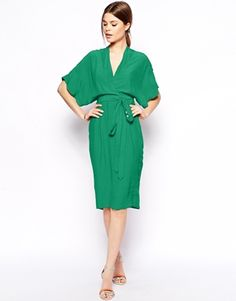 Imagen 1 de Vestido de tubo con diseño cruzado estilo kimono de ASOS