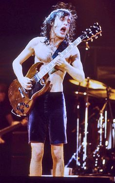AC/DC PIC 65 ANGUS YOUNG 21