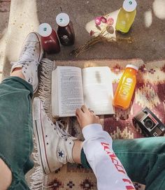 Elena Taber Retro Aesthetic, Summer Aesthetic, Book Photography, Lifestyle Photography, Pretty Pictures, Cool Photos, Harmony Nice, Jonna Jinton, Marzia Bisognin