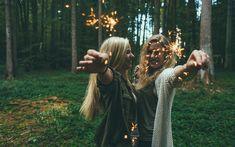 Die Dänen zählen bekanntlich zu den glücklichsten Menschen weltweit. Wie wir ihre positiven Eigenschaften in unseren eigenen Alltag einfließen lassen können, erklärt die Journalistin Helen Russel nach ihrem Umzug in die dänische Idylle.