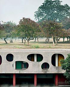 Chandigarh, na Índia, resiste bem ao tempo Fotos jogam luz sobre projeto de Le Corbusier 26/10/2012 | POR SILVIA ALBERTINI, FOTOS: MANUEL BOUGOT/ DIVULGAÇÃO