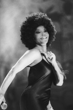 Com 2 shows, Elza Soares lança disco no Auditório Ibirapuera Samba, Music Pics, Music Love, Brazil Music, Brazilian Women, Black Actors, Poster S, Shows, Black Power