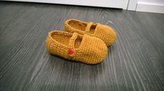 Slippers for girl. Yarn: Novita 7 veljestä