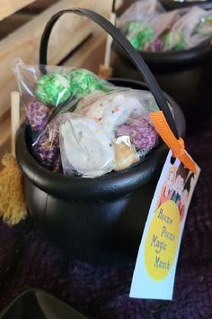 Check out this fun Hocus Pocus Halloween party! The cauldron party favors full of goodies are delightful!! See more party ideas and share yours at CatchMyParty.com #catchmyparty #partyideas #hocuspocus #hocuspocusparty #halloween #halloweenparty #witches #witch #halloweenpartyfavors Halloween Bingo Cards, Halloween Countdown, Halloween Activities, Family Halloween, Boy Party Favors, Halloween Party Favors, Baby Shower Favors, Halloween Treats, Girl Birthday