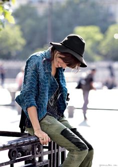 How awesome is a denim Motorcycle Jacket! I've been crushing on leather motorcycle jackets lately, but I think I've now broadened that love to ALL types of motorcycle jackets! The stitch detailing and indigo blue denim is so chic! Lou Doillon, Jane Birkin, Caroline Bessette Kennedy, Indie Fashion, Love Fashion, Denim Motorcycle Jacket, Motorcycle Jackets, Moto Jacket, Free Clothes