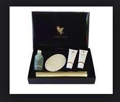 Beautiful presentation box and full body wraps or 15 mini wraps. Helps reduce cellulite and tone skin. I lost an inch off my waist, hips and thighs! Mini Wraps, Home Body Wraps, Kit, Pamper Evening, Forever Living Business, Lose Inches, Beauty Forever, Reduce Cellulite, Detox Your Body