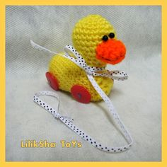 Tiny Duck  - Free Amigurumi Pattern - here: http://lilikshatoy.blogspot.com.es/2014/07/free-pattern-crochet-toy-amigurumi-tiny.html?spref=pi
