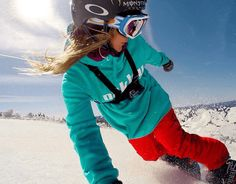 Fly Down a Mountainside with Pro Snowboarder Jamie Anderson [PHOTOS] - https://magazine.dashburst.com/pic/jamie-anderson-snowboard-selfies/