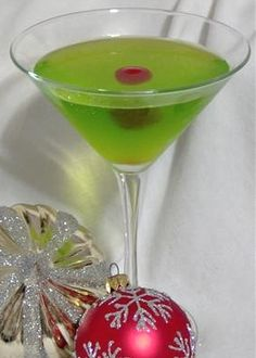 Christmas cocktail recipes: The Grinch. Add a cherry and a little candy heart to the side of the glass. so cute