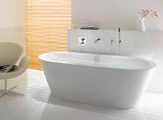 baignoire encastrée avec robinetterie au mur