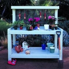 DIY potting bench from wood pallets - BEST! Love the wire back to hang items, need 1 shelf above top