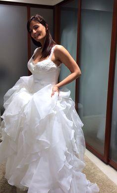 Cerchietti da sposa ....su un abito romantico per renderlo ancora più suggestivo.... Alessandro Tosetti Www.tosettisposa.it Www.alessandrotosetti.com #wedding #weddingdress #tosetti #tosettisposa #nozze #bride #alessandrotosetti