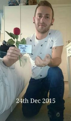 Guy Hides Marriage Proposal In 148 Photos With Girlfriend Over 5 Months