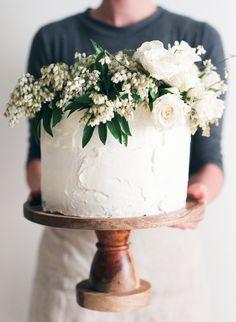 beautiful classic wedding cake