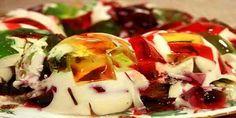 Gelatina colorida diet Ingredientes: 1 Pacote de gelatina diet de limão; 1 Pacote de gelatina diet de morango; 1 Pacote de gelatina diet de abacaxi;...