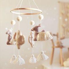Girl Nursery, Nursery Decor, Nursery Mobiles, Travel Nursery, Baby Sewing, Baby Toys, Diy Design, Decoration, Kids Room