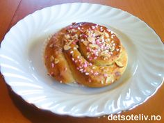 Selskapsboller Pancakes, Pudding, Breakfast, Desserts, Recipes, Food, Velvet, Morning Coffee, Meal