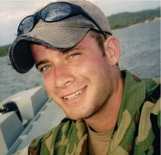 Jonas Keeps Giving to His Fellow Soldiers to Ensure They're Never Forgotten — Wreaths Across America