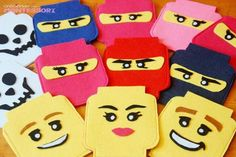 Lego Party Bag Favours with Printable pattern  Lego party con Imprimibles (Lego Party Printables) - Creciendo con Montessori