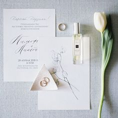 The hand done drawing makes this wedding invitation suite really special! #weddingpapergoods #weddingstationery   #weddingflatlays