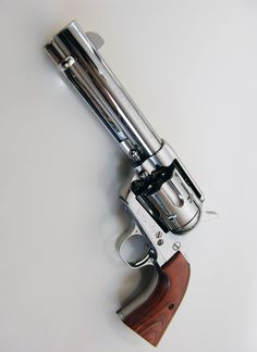 .44 6 chamber revolver. Totally reminds me of the cattleman revolver off of Red dead redemption.