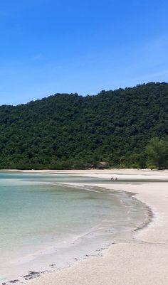 Koh Rong é uma ilha paradisíaca que fica em Sihannouksville no Camboja.  Quem viaja ao Sudeste Asiático não pode deixar de visitar.