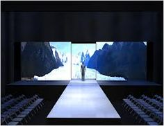 fashion show stage design - Project images onto multiple screens