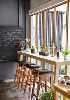 ideas for small rooms cozy wood 66 ideas Cafe design cozy woods Cafe Shop Design, Small Cafe Design, Cafe Interior Design, Vintage Cafe Design, Cozy Coffee Shop, Small Coffee Shop, Restaurant Design, Restaurant Bar, Ideas Cafe