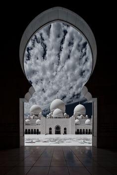 Sheikh Zayed Grand Mosque ,Abu Dhabi, United Arab Emirates - I wanna visit again! Mecca Wallpaper, Islamic Wallpaper, Islamic Architecture, Art And Architecture, Photos Islamiques, Mekka Islam, Places Around The World, Around The Worlds, Beautiful World