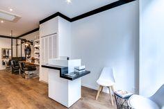Rénovation totale d'un Salon de coiffure. Paris. Espace Accueil/Attente Agence Déco: At Ome Déco Photos: ©Meero