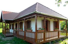Cozy Cottage, Cottage Homes, Casas Country, Old Country Houses, Kerala Houses, Kerala House Design, Spanish Style Homes, Log Cabin Homes, Classic House