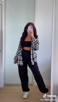 Adrette Outfits, Neue Outfits, Teen Fashion Outfits, Retro Outfits, Plaid Shirt Outfits, Tomboy Outfits, Skater Girl Outfits, Sweatpants Outfit, Skater Girls