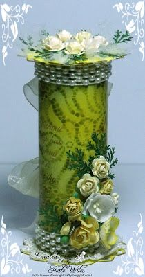 Recycle boxes of Pringles chips! 26 ideas to inspire you . Tin Can Crafts, Crafts To Sell, Diy And Crafts, Paper Crafts, Altered Tins, Altered Bottles, Altered Art, Pringles Can, How To Make Paper Flowers